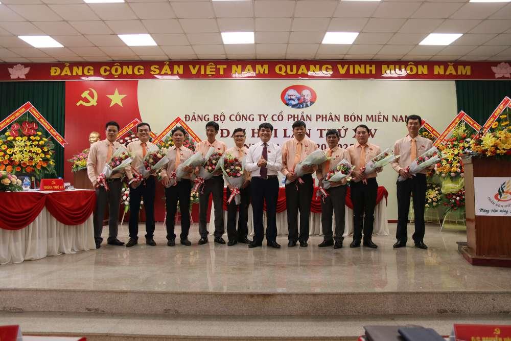 BCH Đảng bộ Công ty khóa XIV nhiệm kỳ 2020-2025 ra mắt Đại hội. Đồng chí Đặng Tấn Thành được tín nhiệm bầu làm Bí thư.