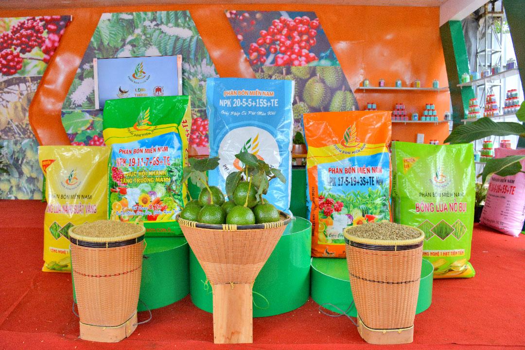 Một số dòng sản phẩm mới, đặc trưng cho từng vùng miền, từng loại cây trồng mà Công ty mang đến hội chợ