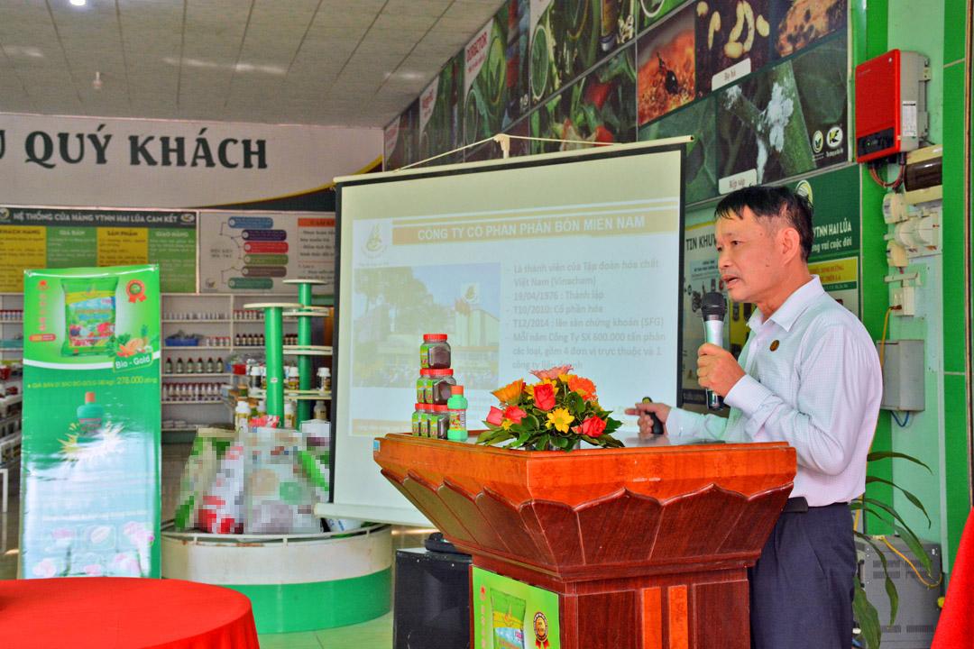 Ông Đinh Văn Vụ giới thiệu về các tính năng và các ưu điểm vượt trội của dòng sản phẩm Hữu cơ Bio Gold thế hệ mới